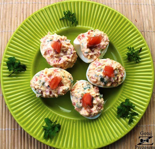 Gotuj z Prezesem: Jajka faszerowane łososiem!