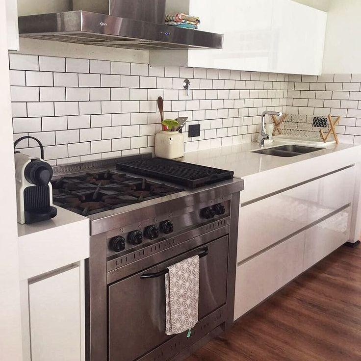 Cafecito y a la cama!     #apykahome #deco #decoracion #decoration #homedecor #homedecoration #kitchen #kitchendesign #home #HOME #cocina #cocinas #rugs #alfombra #alfombras #interiordesign #interior #interiorismo #interiors #interiores #diseño #diseñodeinteriores #blanco #white #picoftheday #corian #silestone #design#apykahome @apykastore