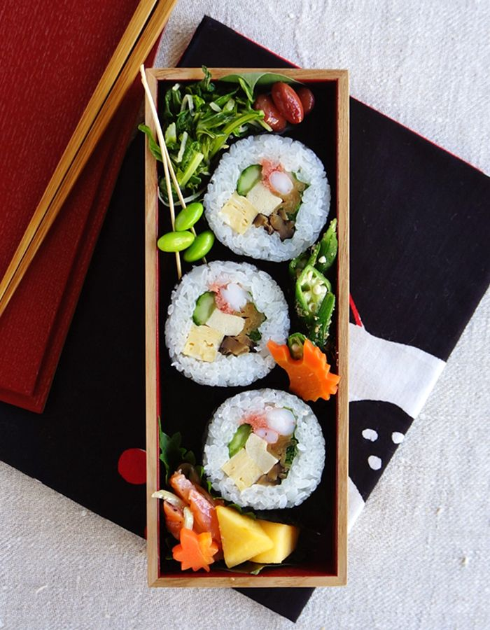 Sushi rolls bento/太巻き寿司弁当