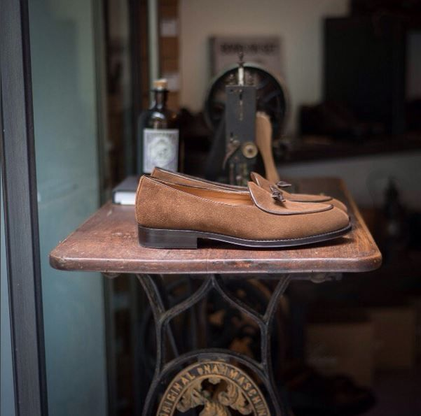 Limited edition designed by @fabioattanasio  #velascadudes #thebespokedudes #loafers #tasselloafers  #velascamilano #madeinitaly #shoes #shoesoftheday #shoesph #shoestagram #shoe #fashionable #mensfashion #menswear #gentlemen #mensshoes #shoegame #style #fashion #dapper #men #shoesforsale #shoesaddict #sprezzatura #dappermen #craftsmanship #handmade