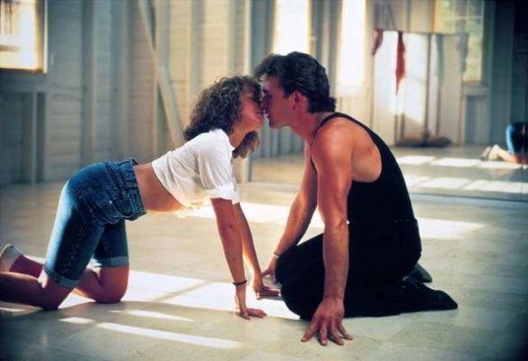 <P><b>Hříšný tanec (1987) </b></P> <P>A zase ta stará dobrá Amerika! Tentokrát se sedmnáctiletá Baby (Jennifer Gray) zamiluje do sympatického instruktora tance Johnnyho (Patrick Swayze). Jejich letní láska nakonec překoná sociální předsudky a velký happy end vyústí v tanec sezóny. </P>