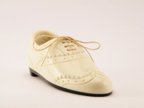Vintage French 1930s 1940s Hand Carved Bone Mens Shoe Shaped Wrist Holder Box - Gift for Men - Swing Dance Spectator Shoe - Mens Room Decor This very charming French 1930s - 1940s shoe shaped container was hand carved out of bone. Perfect for the nightstand, dresser or vanity, for