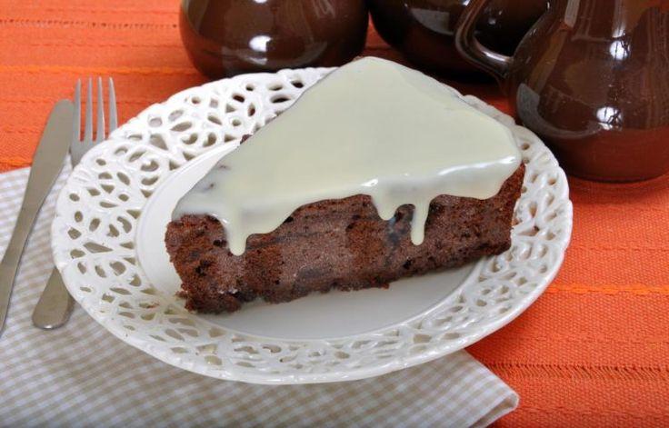 bolo gelado de chocolate com leite condensado