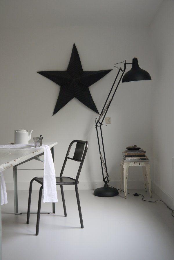 Sfeerplaatje: grote ster aan de muur