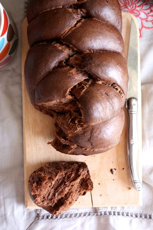 Brioche extra moelleuse au cacao  380 g de farine d'épeautre T80 (ou de froment) 20 g de levain déshydraté 1 cc de vanille 2 cs de cacao non sucré 260 g de lait végétal tiédi (ici soja vanillé) 45 g de sucre coco  Un peu de sel 70 g d'huile d'olive