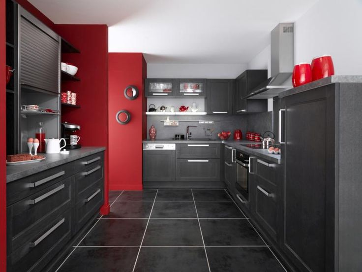une cuisine noire pour une d co lumineuse murs rouges. Black Bedroom Furniture Sets. Home Design Ideas