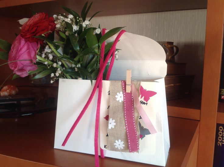 Blumen verpacken und verschenken