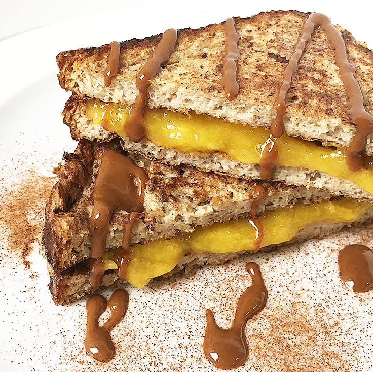 French Toast alla cannella e carrube con crema di mango.