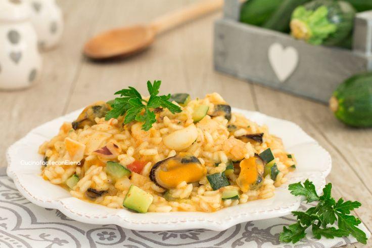 Il risotto ai frutti di mare e zucchine è un primo eccezionale, cremoso, profumato e facilissimo da preparare, potete anche farlo con il preparato!