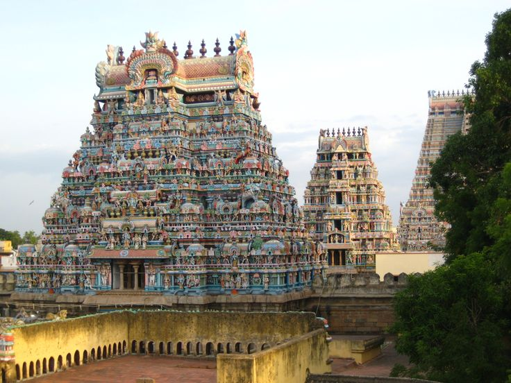 Dedicated to Lord Ranganatha, the reclining form of Lord Vishnu, Sri Rangam Ranga Nathar Temple is one of the most illustrious temples of South India.