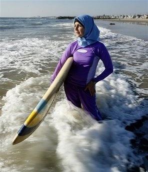 Hijabi surfing