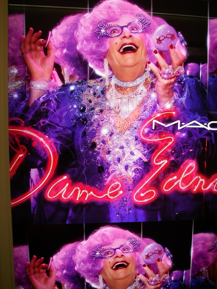 Dame Edna does Japan