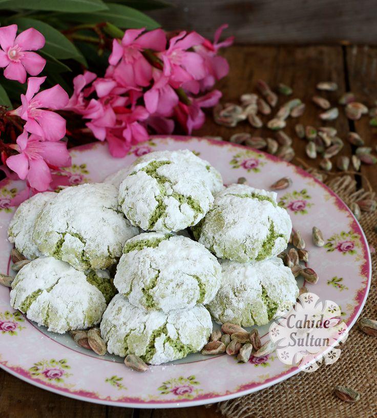 Un ve yağ kullanılmadan hazırlanan enfes fıstıklı kurabiye tarifi.