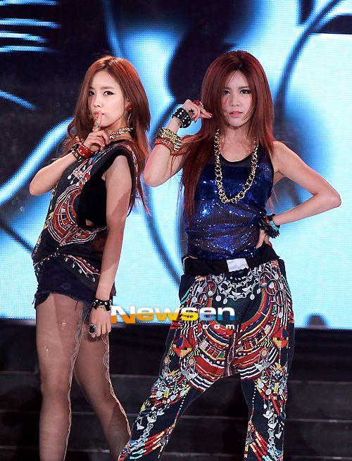 T-ara Hyomin & Qri - KTZ spring/summer 2012 menswear