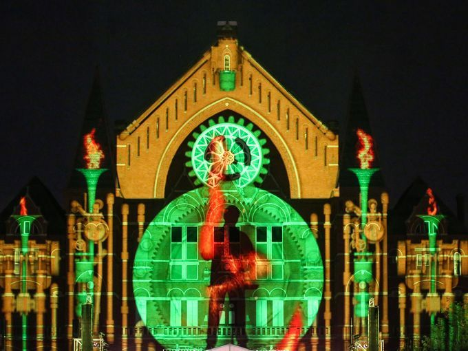 Photo Images And Lights Dance Across Cincinnati Music Hall Wednesday Evening For The Lumenocity Dress Rehearsal August Enquirer Madison Schmidt