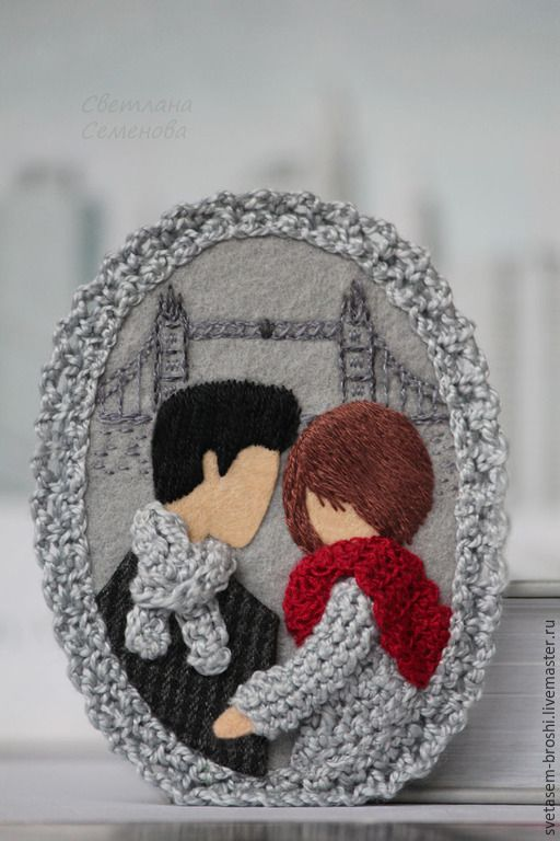 Купить Любовь в Лондоне. Брошь фетровая - серый, красный шарф палантин, брошка броши из фетра