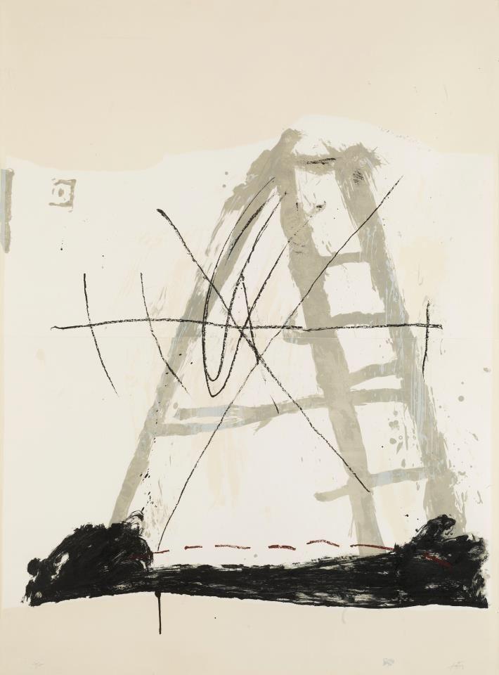 Antoni Tàpies (1923 –2012) was een Spaans kunstenaar. In de moeilijke omstandigheden van Franco met zijn strenge censuur, richtte hij in 1948 samen met anderen het tijdschrift Dau al set op. In 1966 was hij een van de protagonisten van een studentenactie voor meer vrijheid en kwam daardoor op de lijst van voor het regime verdachte personen.Vanaf 1950 verbleef hij vaak in Parijs. Zijn schilderkunst stond voor hem in het teken van het bewustmaken.