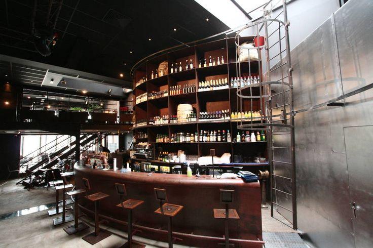 le bar en acier (de Tabary Le Lay )