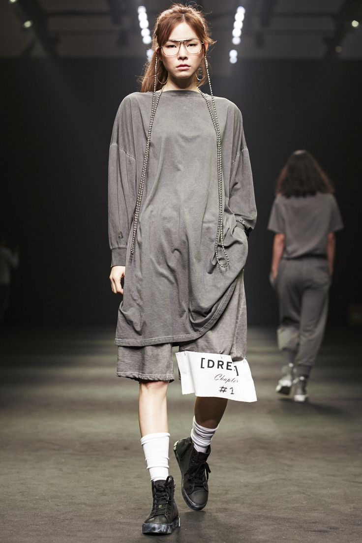 See the complete Supercomma B Seoul Spring 2016 collection.