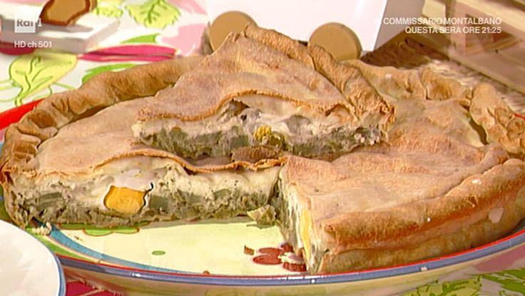 """La ricetta della torta pasqualina con carciofi di Cristiana Contii, proposta nella puntata del 17 aprile 2017 de """"La prova del cuoco""""."""