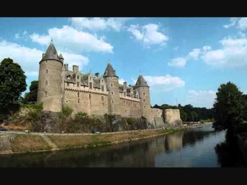 Brian Boru d'Alan Sitvell avec quelques photos de châteaux de Bretagne. Liste des châteaux : 0:00 - Château de Brest (29) 0:34 - Château de Combourg (35) 1:0...