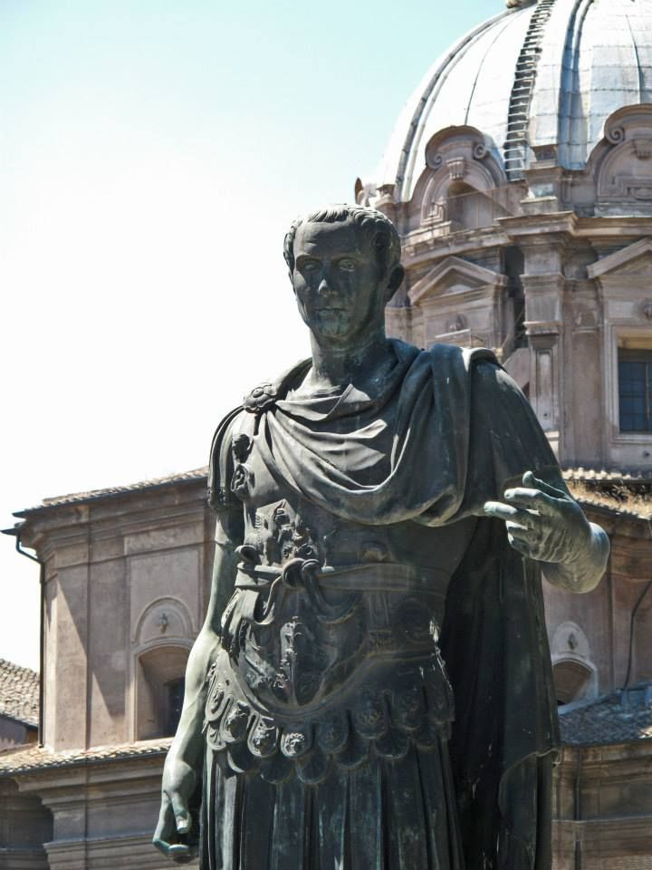 julius caesar citizen of rome essay What was the family dynamic like in ancient rome during the time of julius caesar why did people not like julius caesar what territory did julius caesar add to rome.