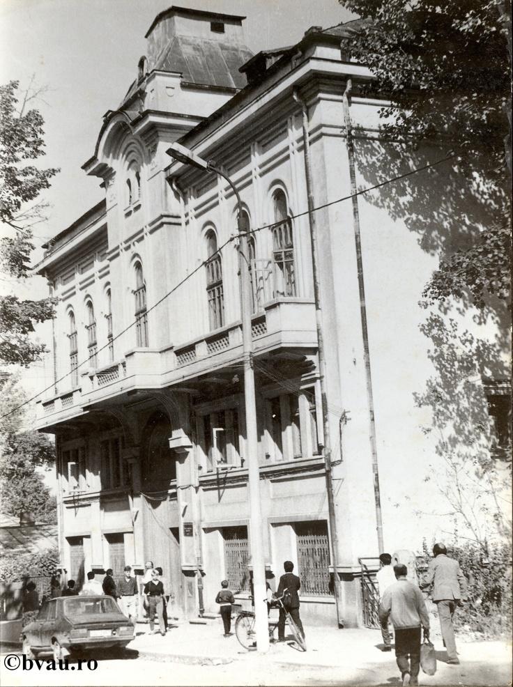 "Casa Corpului Didactic a fost sediul Bibliotecii ""V.A. Urechia"" între anii 1961-1968, Galati, Romania, anul 1961, http://stone.bvau.ro:8282/greenstone/collect/fotograf/index/assoc/JCCD.dir/CCD.jpg.  Imagine din colecţiile Bibliotecii Judeţene ""V.A. Urechia"" Galaţi."