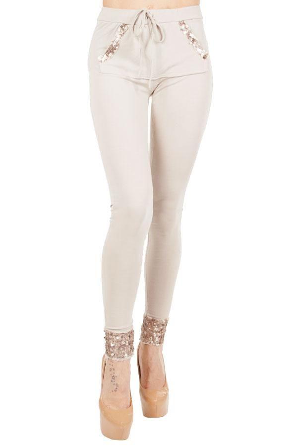 Pantalon Dama Small Sparkles  Pantalon dama casual, din material fin si elastic, ce se potriveste oricariu tip de silueta. Taietura moderna, deosebita.  Detaliu paiete usor lucitoare.     Compozitie: 90%Bumbac, 10%Elasten