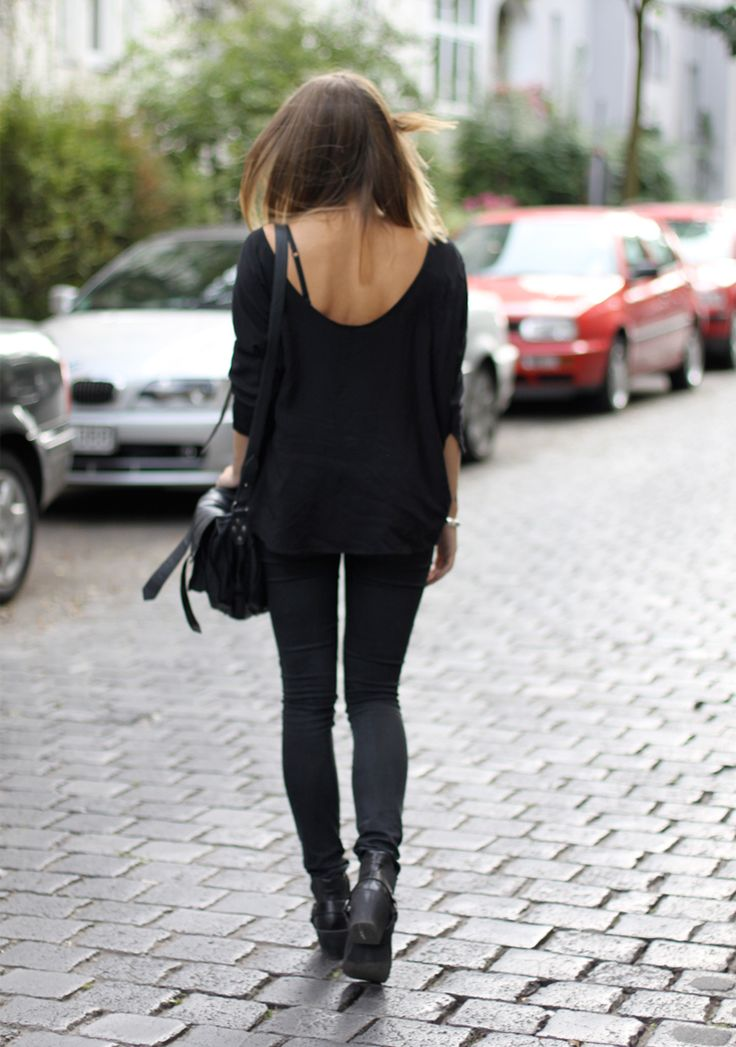 hoard of trends: outfit: all black and biker boots. ⎜personal style and fashion blog by magdalena from berlin