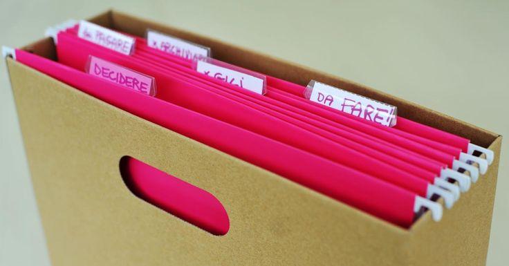 Alcune semplici cose da fare per tenere in ordine i documenti di casa che potrebbero servire all'improvviso per cose molto importanti.