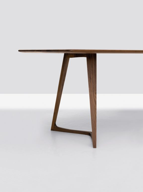 Twist table. Designed by Formstelle (Germany) for Zeitraum.