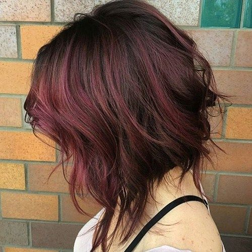 wavy tousled burgundy bob Fabulous for curly hair and for thick hair alike, this medium, wavy cut is sexiness personified. There's a shorter straight underlayer and a wavy and messy top layer, cut choppy and uneven to enhance the fullness of the shape. The brown and burgundy hair hues add spice to the cut.