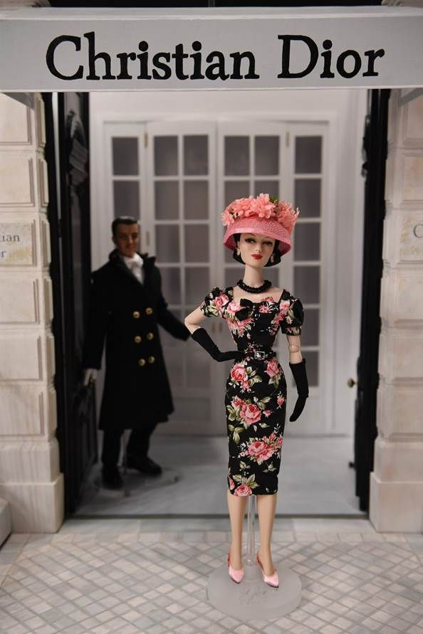 The Studio Commissary: Moss Ivy visits the House of Dior, wearing Rene!  - Posted by Helen in CA on Sept. 1, 2017, 2:04 pm. Ivy dons her new fabulous Rene fashion wearing her special new chapeau! Thank you Michael and Dave for the beautiful photo of one of Sandra's many stunning Eternal Style creations.This gorgeous ensemble is one of many you can purchase from the Sandra Stillwell Presents website. It's hard to choose from the many beautiful creations, but easy to pay over time... Hugs…