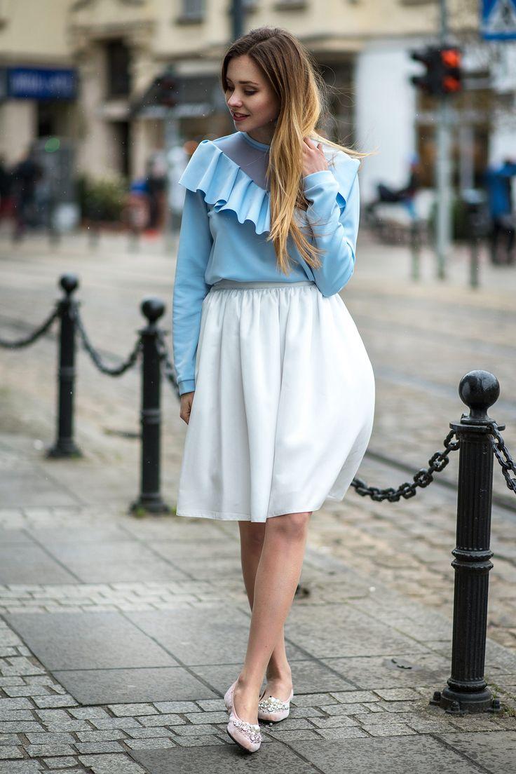 Bluza z falbanką błękitna Cranberry