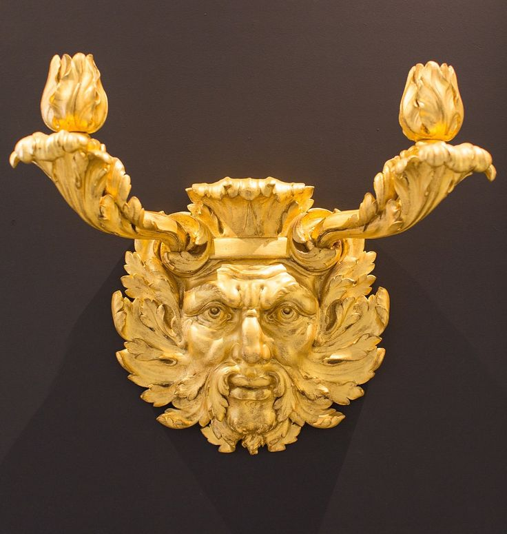Louis XIV Wall Sconce made with Iron & Porcelain - Delisle