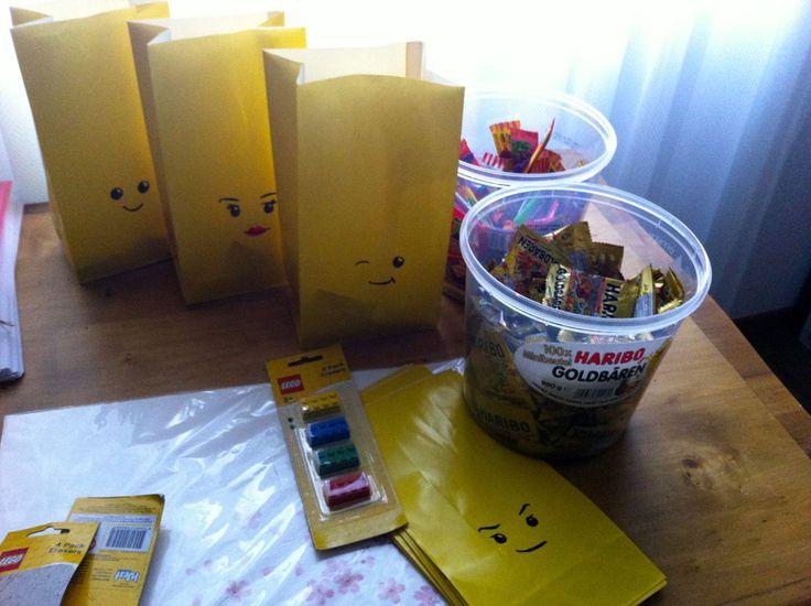 ber ideen zu lego geburtstagsparty auf pinterest lego partys geburtstagspartys und. Black Bedroom Furniture Sets. Home Design Ideas