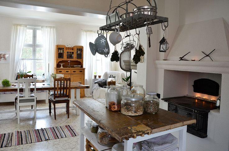 keittiö, ruokailuhuone, saareke, rustiikkinen, leivinuuni, säilytysratkaisut