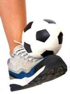 Zapatos de Futbol de sala. A continuación, algunos consejos para comprar zapatos de futbol sala que debes tomar en cuenta antes de elegir un excelente par y dedicarte solo a buscar la portería contraria y aniquilar a tu enemigo, deportivamente hablando, por supuesto.