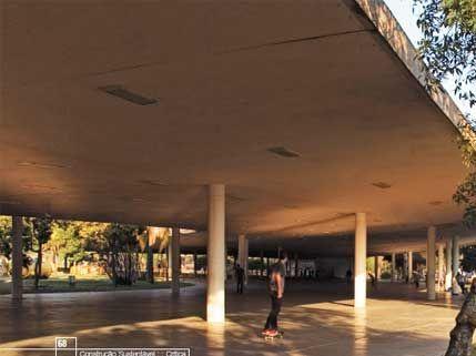 <strong>1954 - Marquise do Ibirapuera - Oscar Niemeyer</strong><br />Com traçado sinuoso e orgânico, a marquise de concreto promove sombra e um lugar ventilado a quem desfruta a vida coletiva, além de manter a relação com o entorno - a paisagem do parque ícone de São Paulo acontece à sua volta.