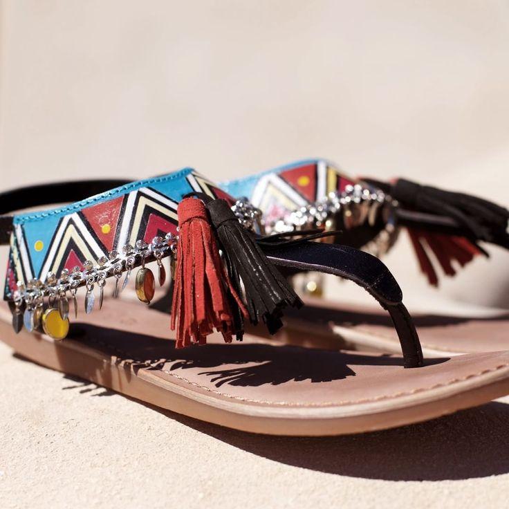 Inspiración étnica ❤ ¡No pueden gustarnos más! ¿Y a ti? | #Gioseppo #sandalias #sandals #borlas #pompon #moda #tribal #print #boho #style  Ref: 27794