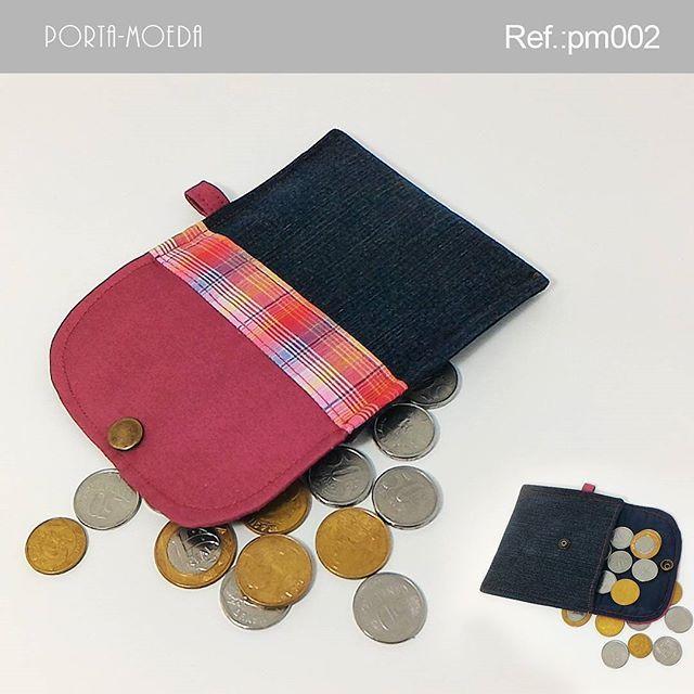 . Porta-moedas  Descrição:  Largura: 12,5 cm Profundidade: 0,5 cm Altura: 10,5 cm Peso: 40g Ref.: pm002 Valor: R$ 5,90(1x sem juros) Pronta entrega: ▃▃▃▃▃▃▃▃▃▃▃▃▃▃▃▃▃▃▃▃ Vendas online pelo WhatsApp e Instagram. WhatsApp: +55 (51) 9548-9298 E-mail: kaleebags@gmail.com Entregamos para todo o Brasil Pagamentos em boleto bancário, cartão de débito à vista e cartão de crédito em até 3x sem juros pelo (Pagseguro). ▃▃▃▃▃▃▃▃▃▃▃▃▃▃▃▃▃▃▃▃ #artesanato #bolsas #carteira #presente