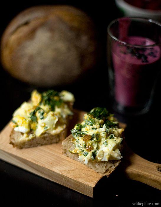Śniadanie: pasta jajeczna z curry – White Plate