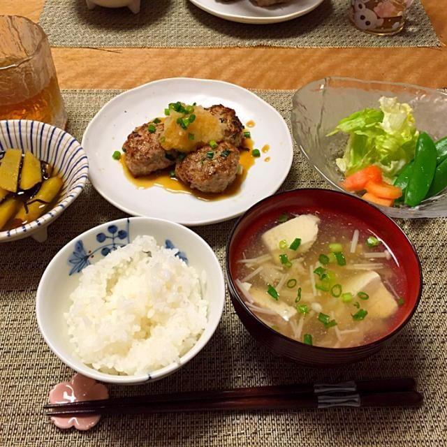 ・レンコンハンバーグ ・安納芋とひじきの煮物 ・サラダ ・お豆腐とえのきだけのお吸い物 ・ごはん - 12件のもぐもぐ - レンコン入りハンバーグ by Sakiko