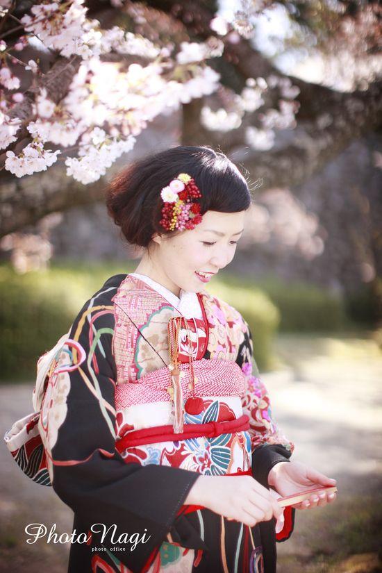 髪飾りのお花が控えめでキュートです。  桜 前撮り  引き振袖 和ウェディング 着物