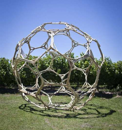Site_Specific 2013, Gordon Froud residency. The geometric, wattle ball was based on a Leonardo da Vinci design and stands at 2,8 metres high.