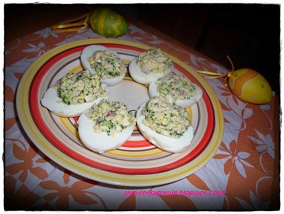 Jajka faszerowane szynką i brokułami