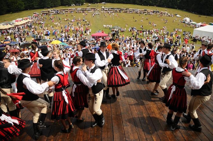néptáncosok - Erdély ( Transylvania )  - hungarian folk    ...a hagyományőrző rendezvény a tánc, a népzene és az imádság ünnepe.
