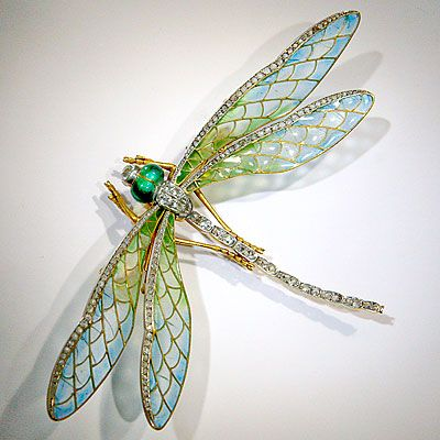 Stunning Art Nouveau dragonfly pin (attributed to Eugene Feuillatre) mounted en tremblant, its wings plique-a-jour enamel and edged in rose-cut diamonds. Its head with green enamel eyes and a diamond.