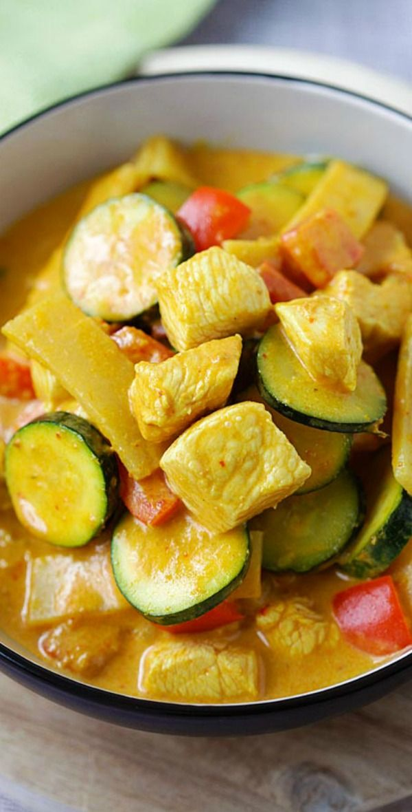 Thai Yellow Curry - creamy yellow curry recipe loaded with chicken, zucchini and bell peppers. So easy and much better than takeout   rasamalaysia.com