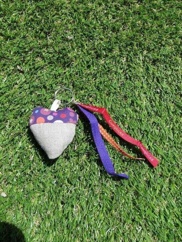 Porte clés original plein de pep's en tissu en forme de coeur ou bijou de sac : Porte clés par lestissusdeceline